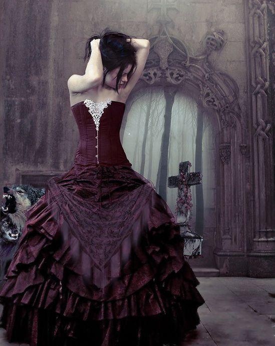Superbe robe pourpre style gothique corset pinterest for Gothic corset wedding dresses
