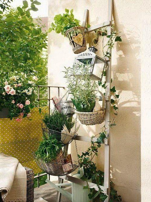 balkon ideen mit diy holzleiter als blumenständer, Terrassen ideen