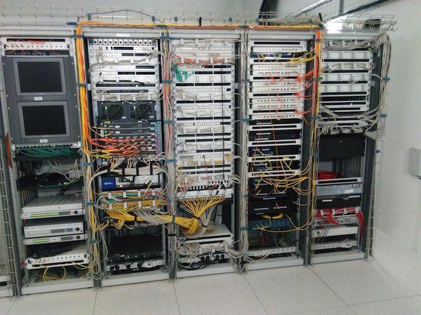 En Photos L Infrastructure Fibre Optique Wi Fi Et 4g Du Centre De Congres De Lyon Fibre Optique Optique Fibre