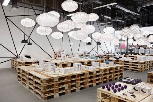 Pop Up Shop In Cph Spotted By Normann Copenhagen Pop Up Shops Store Design Retail Concepts
