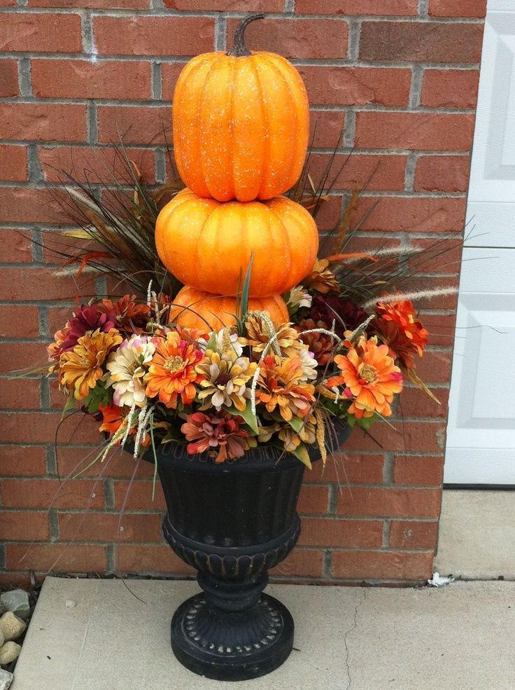 Outside fall decorations simple outdoor urns fall decor for How to decorate front yard for thanksgiving
