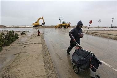 Nor'easter snow falls atop Sandy destruction; up to 75,000 new power outages reported in the region. (via NBC News)