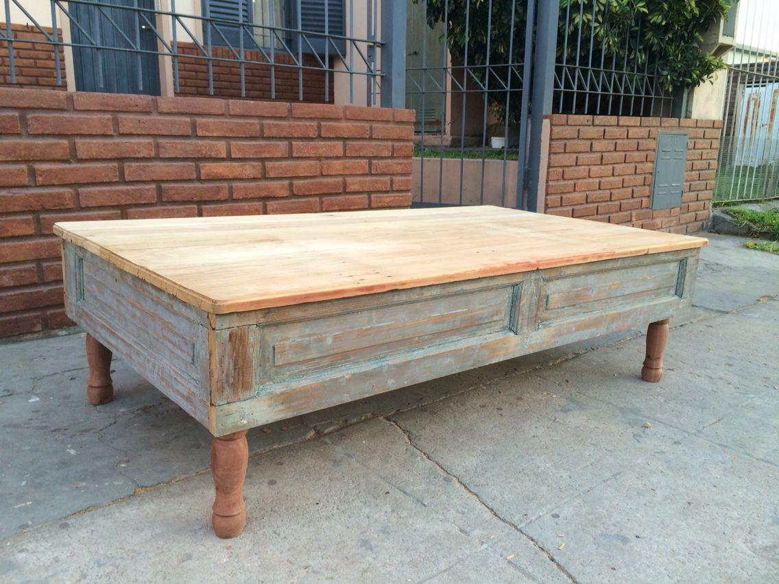 Mesa hecha con postigos y puertas recicladas de pino for Mesas hechas con puertas de madera