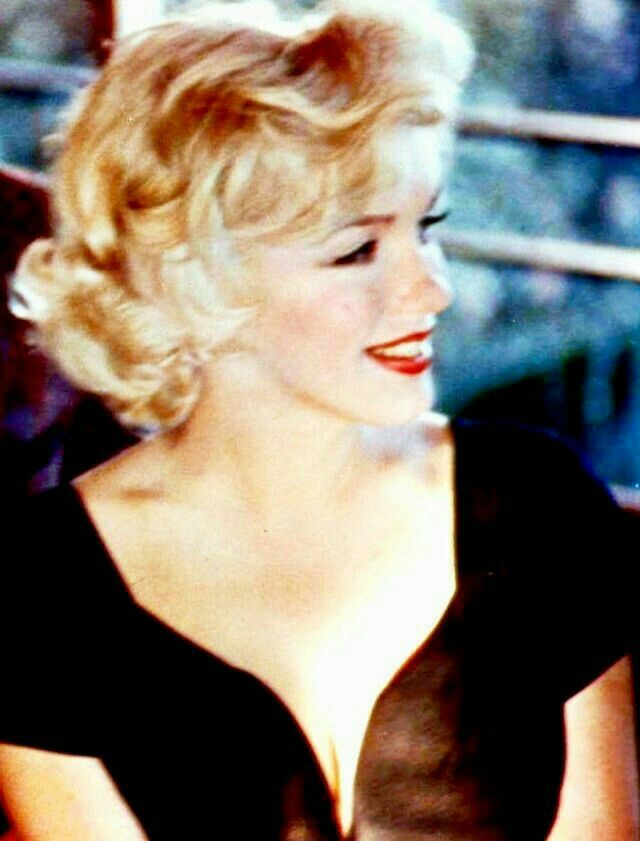 Marilyn At A Press Conference For Some Like It Hot July 8th