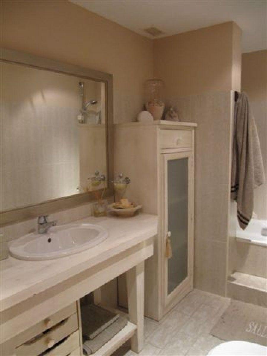 Una casa de estilo romántico   Cuartos de baño, Estilo ...