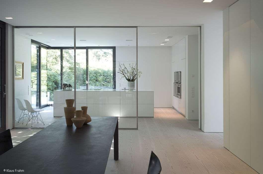 Minimalistische innen und außenräume von großer ruhe minimalist