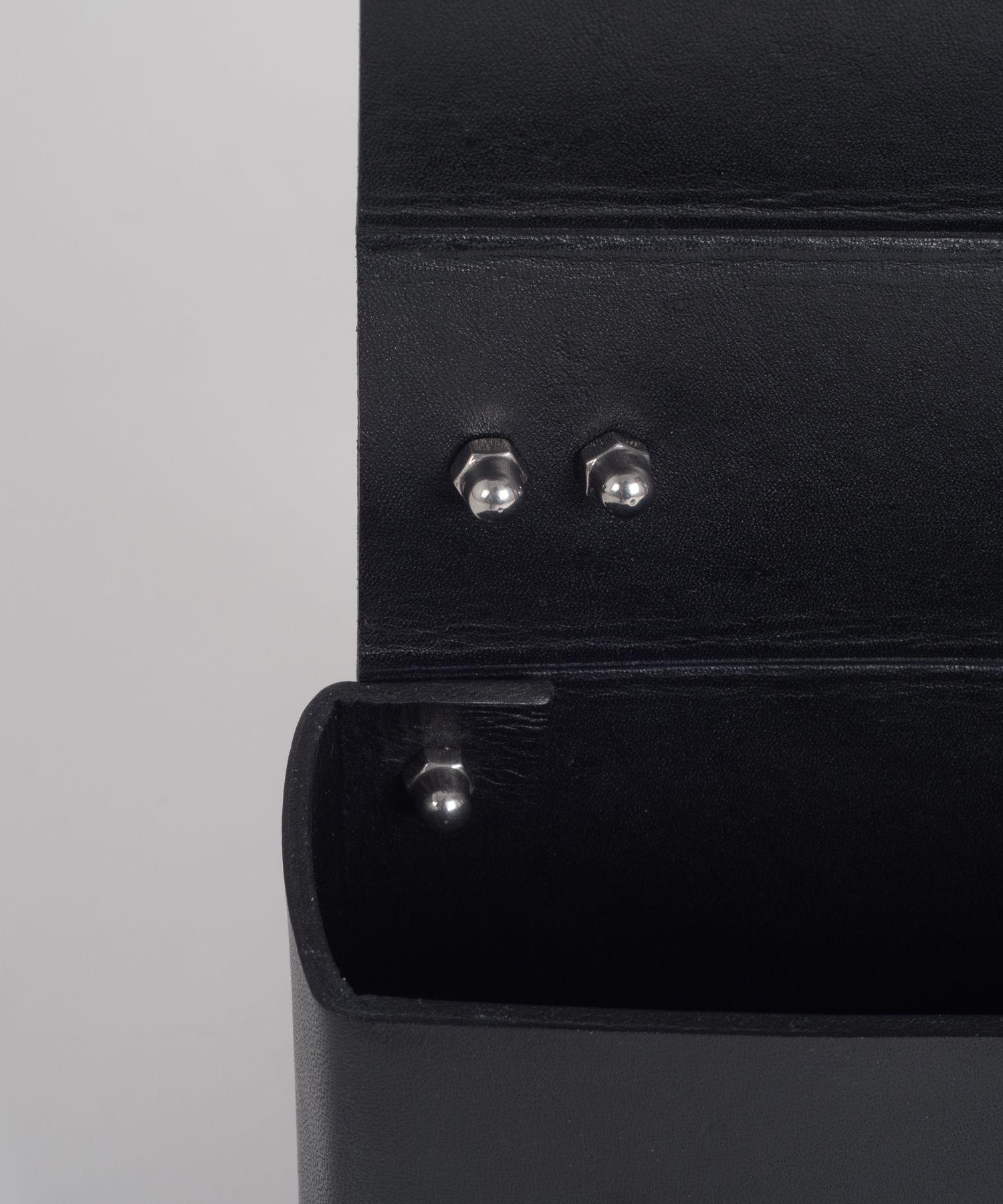 Black MECANO Nº2 inside detail by LESS BORE   #handmade #eco #Leather #cowhide #luxury #LessBore #handbag #slowfashion