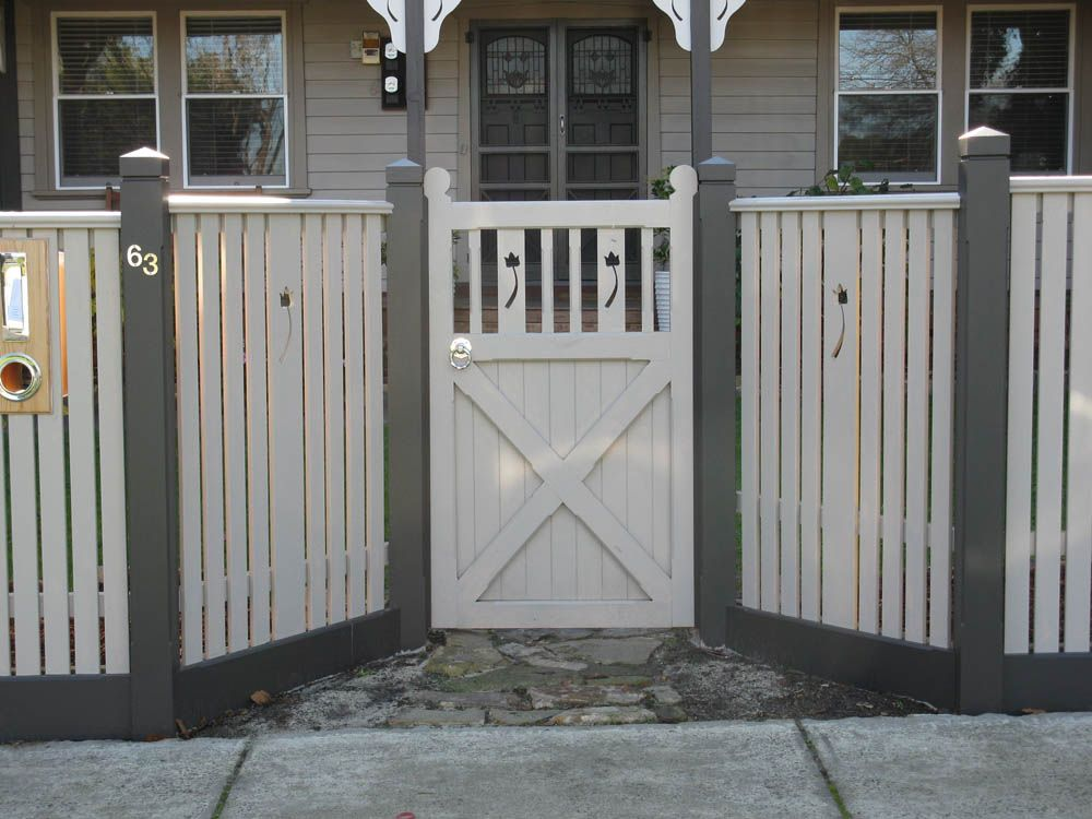 Picket fence design capped pickets with feature panels for Front garden fence designs