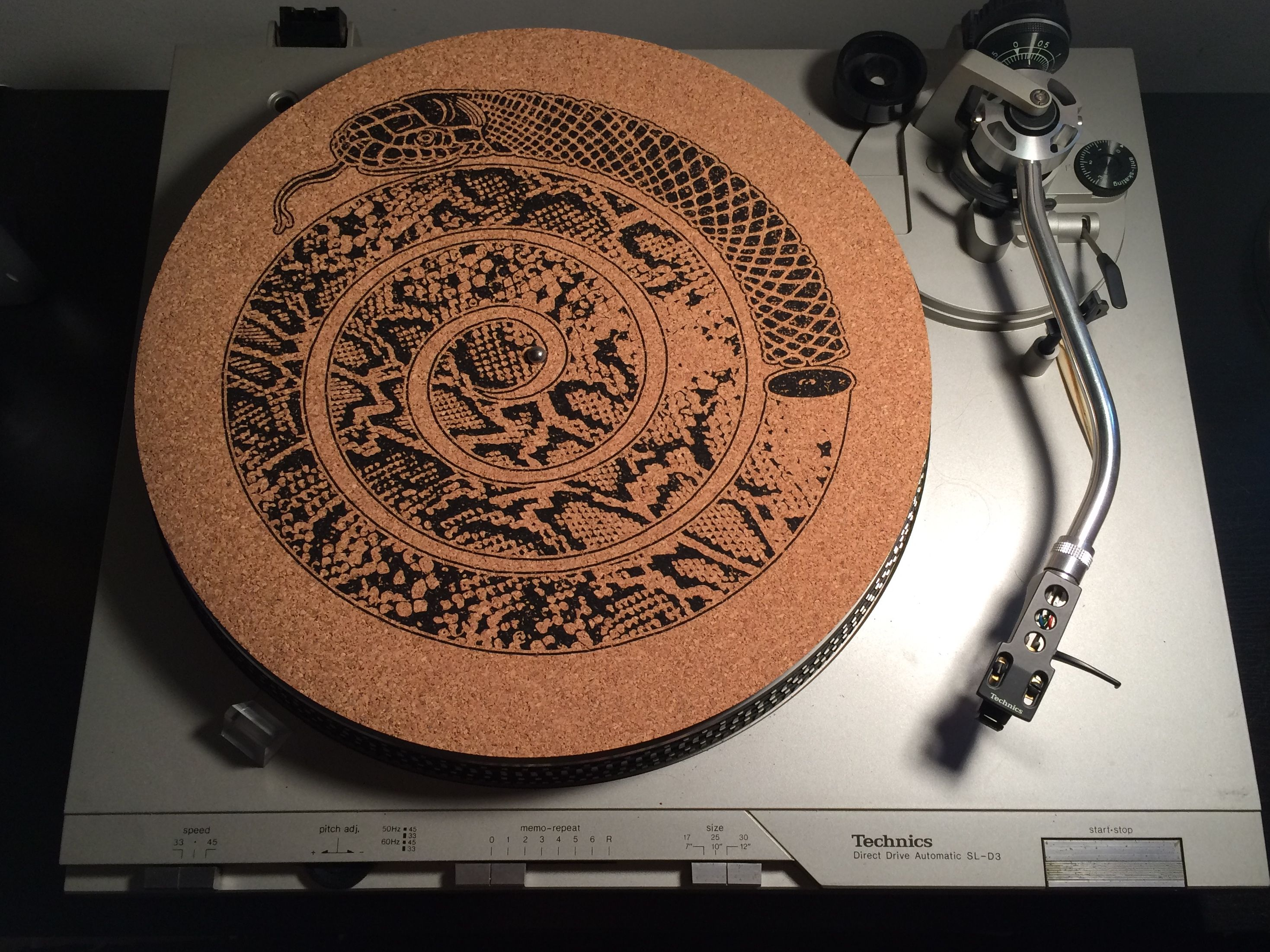 Cork Slip Mat Hand Sanded Ultra Smooth Organic Cork Turntable Mat For Superb Vinyl Grip Original Screen Printed Snake Proyectos