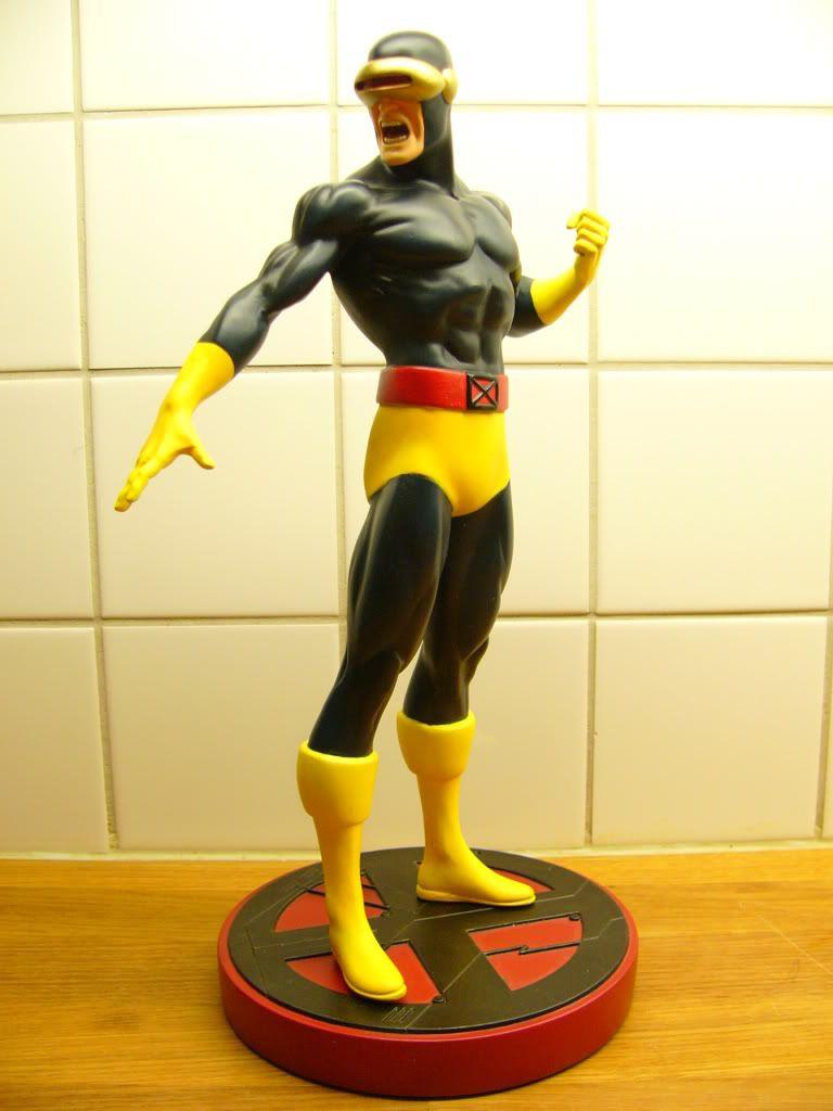 Cyclops marvel statue