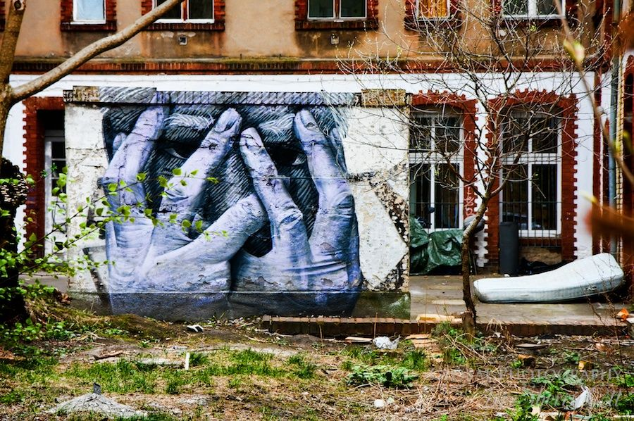Graffiti with emotion behind an apartment building in Berlin