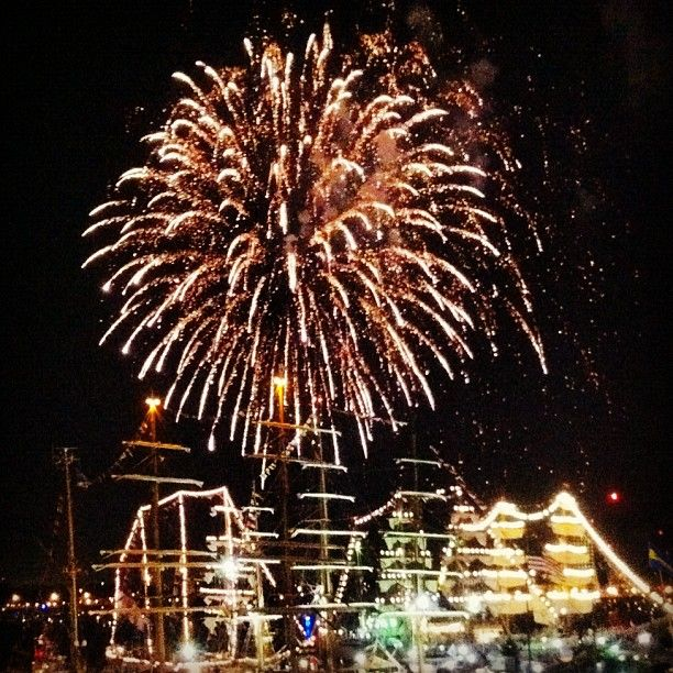Thanks briangburton for this pic of OpSail 2012 VA/Harborfest fireworks!