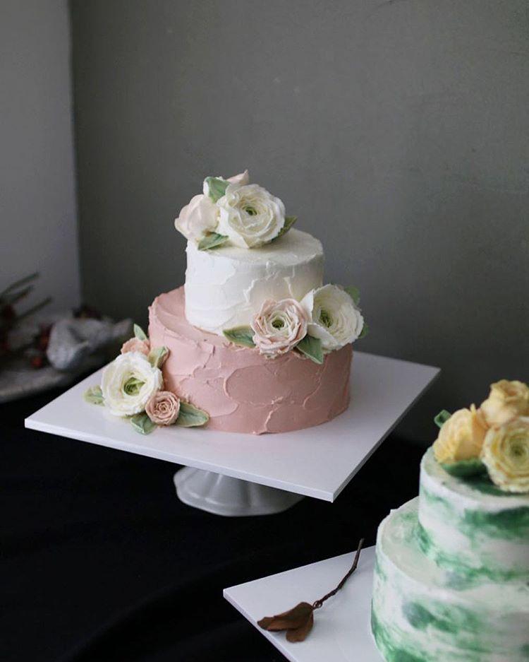 """좋아요 106개, 댓글 3개 - Instagram의 홍대 플라워케이크 클래스 Flowercake Class(@vivi_cake_)님: """"마지막날엔 웨딩케이크를 만들고 싶다고 하셨어요- 두달 동안 수고 많으셨어요-  Made by_Students. Buttercream flowercake class. . .…"""""""