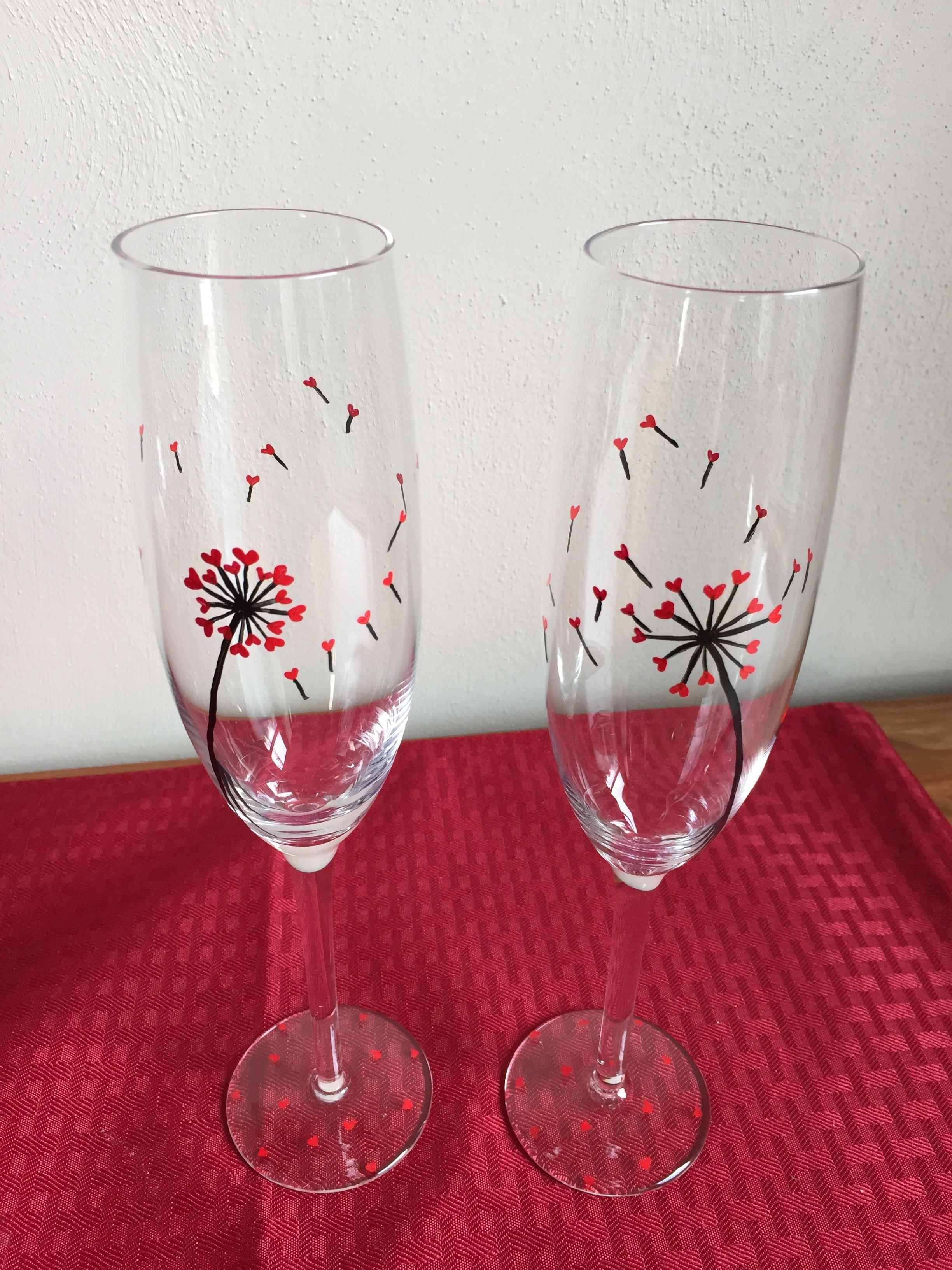 Champagne glasses are so romantic!