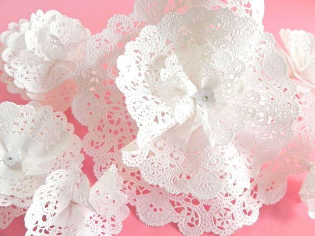 Flores de papel hechas con blondas flores papel - Blondas de papel ...