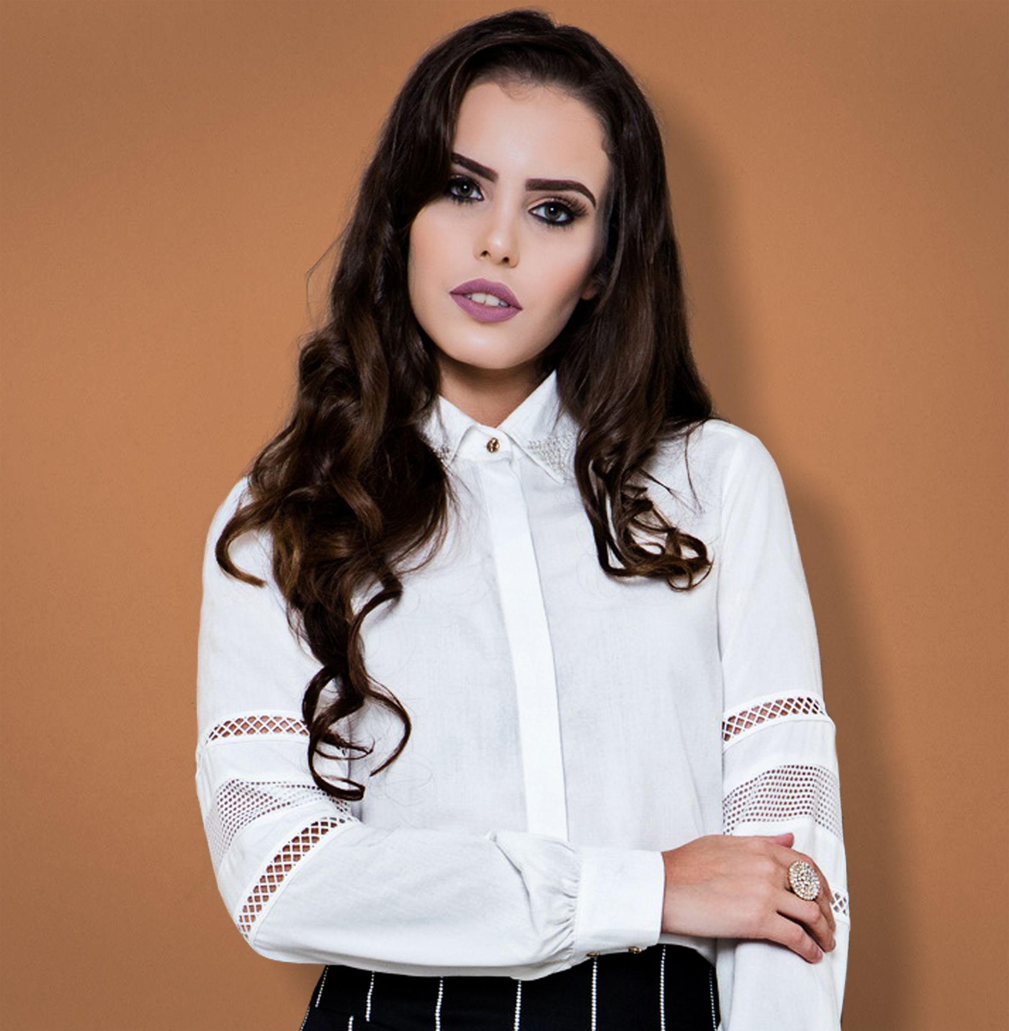 799917780a Camisa feminina branca com recortes de tela