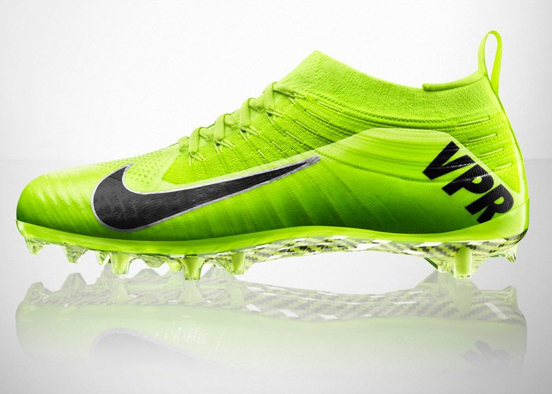 Nike combines Flyknit and 3D-printing for American football boots