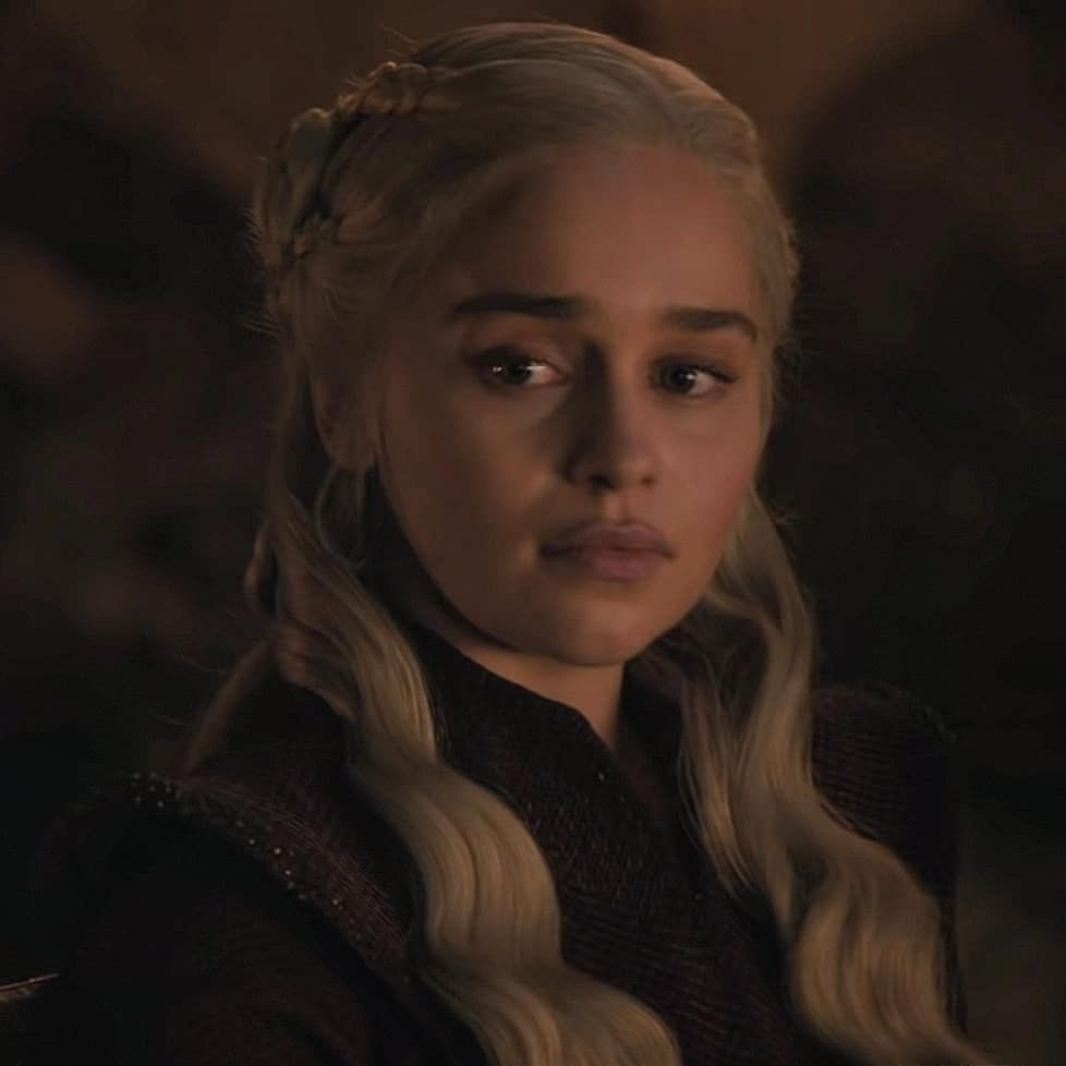 King Jon Snow On Instagram Do You Think Daenerys Is Going To Become The Mad Queen Comme Mother Of Dragons Danerys Targaryen Daenerys Targaryen Icons