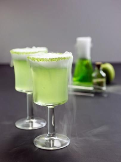 Poison Apple Cocktail Poison apples, Apples and Halloween cocktails - halloween cocktail ideas