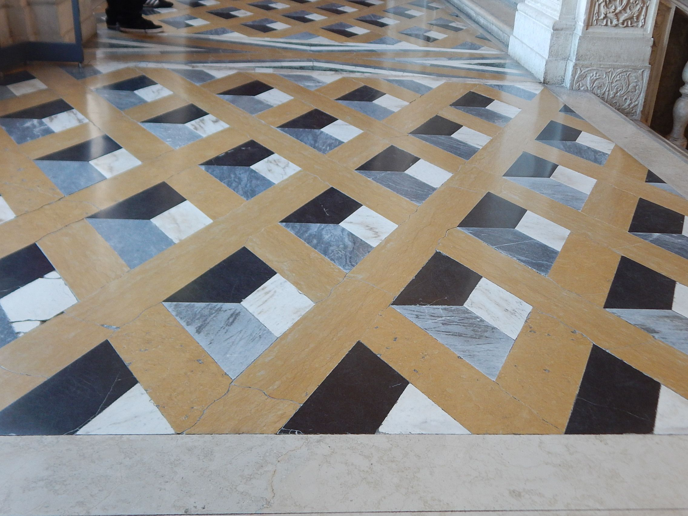 In the doge 39 s palace in venice you can find this for Floor illusions