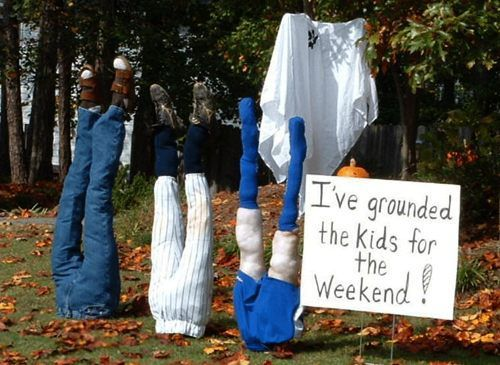 Admit it, great Halloween yard displays make you feel all warm