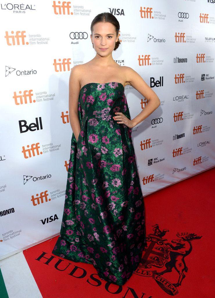 Alicia Vikander Photos Photos The Fifth Estate Premieres In Toronto Stylish Celebrities Dresses Strapless Dress Formal