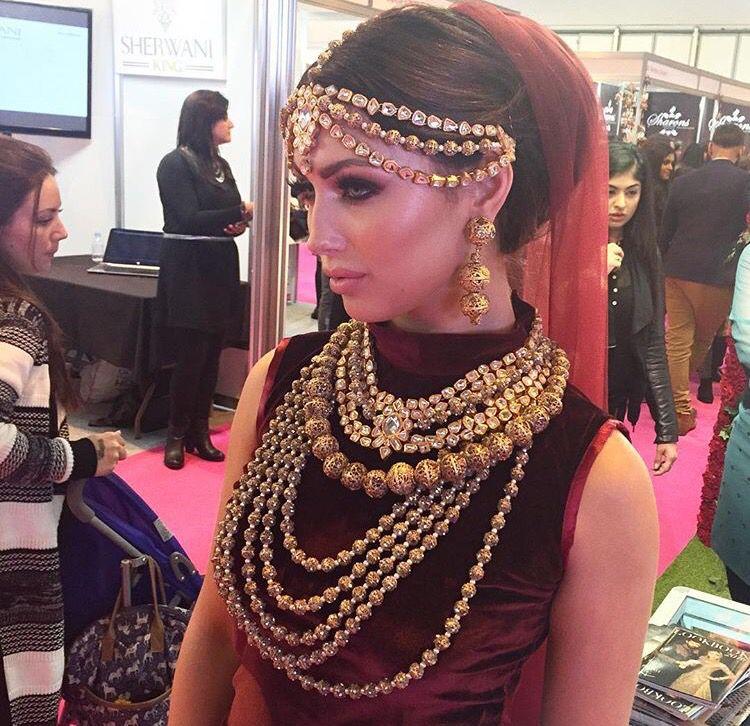 Head jewellery and dupatta.