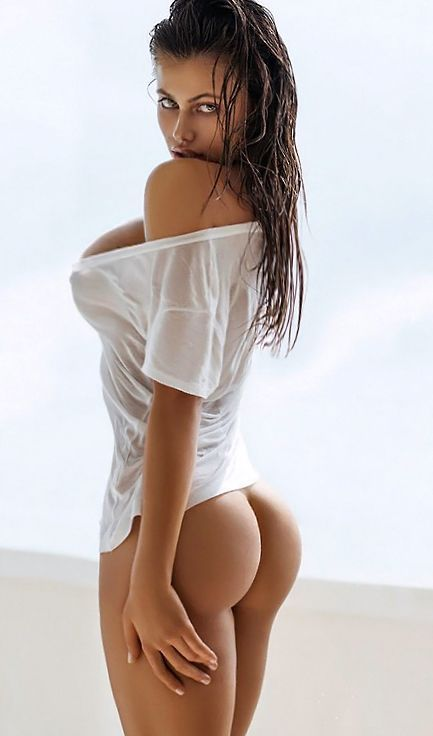 Gorgeous latina with great ass