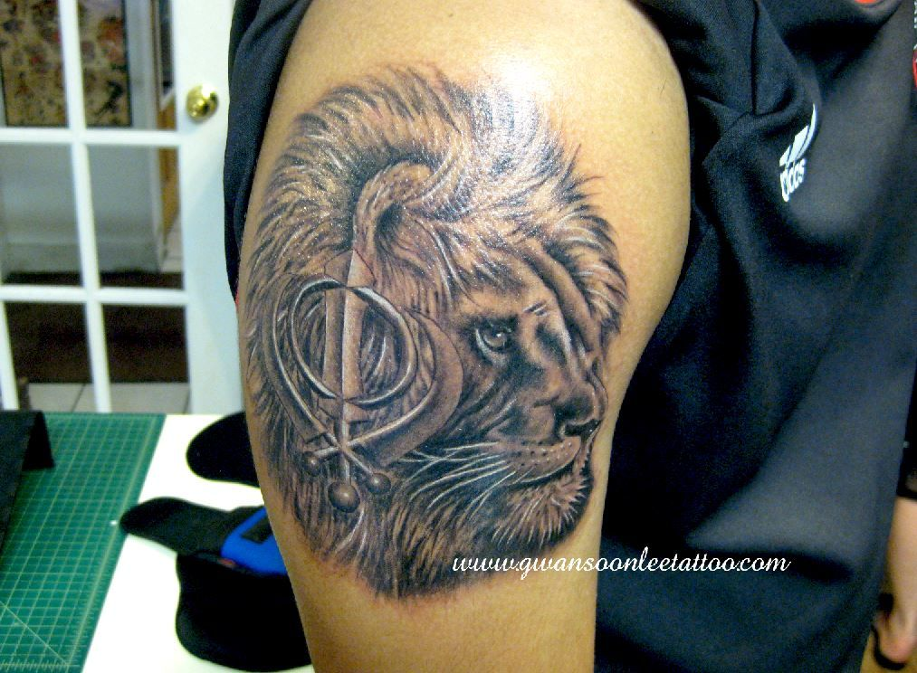 lion head tattoo with khanda symbol sikh pinterest lion head tattoos head tattoos and tattoo. Black Bedroom Furniture Sets. Home Design Ideas