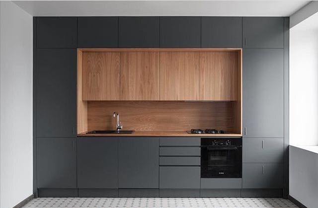 What a kitchen scenography! It is like a painting or sculpture.