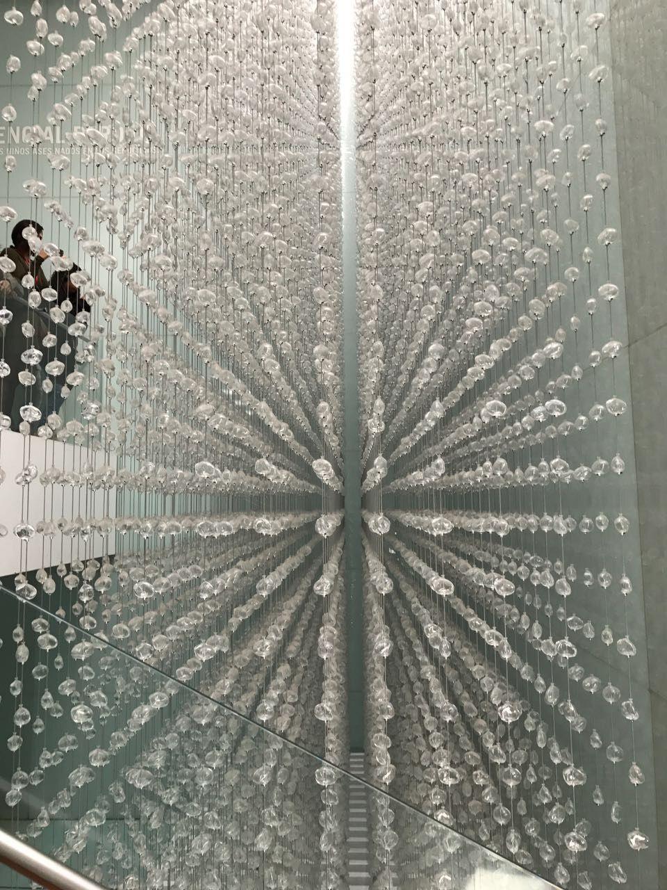 20000 lagrimas de cristal (afuera de exposición de memoria). Fernanda López