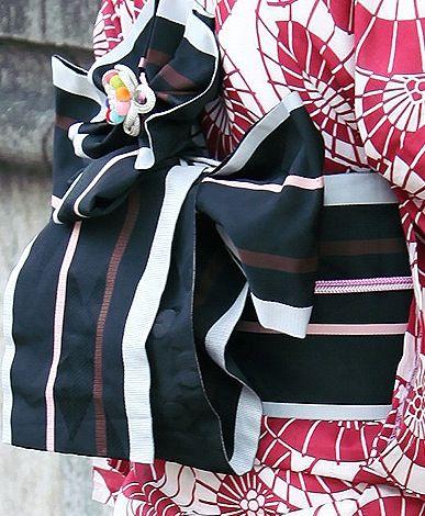Obi with elaborate knot  kimono daisuki // tumblr.com