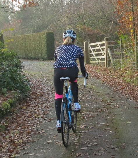 13068d90f Beth Hodge gets in full cycling spirit for winter