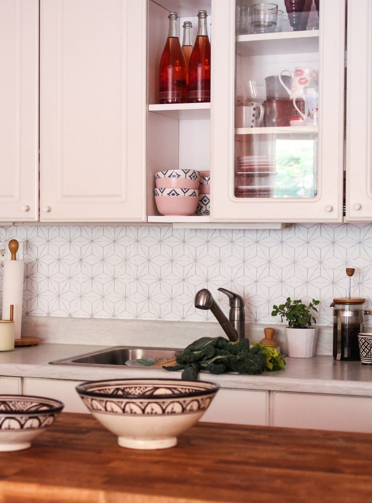 Here S The Best Most Budget Friendly Way To Give Your Kitchen A Makeover Geometric Kitchen Cheap Kitchen Backsplash White Kitchen Backsplash