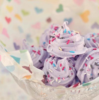sprinkle meringues