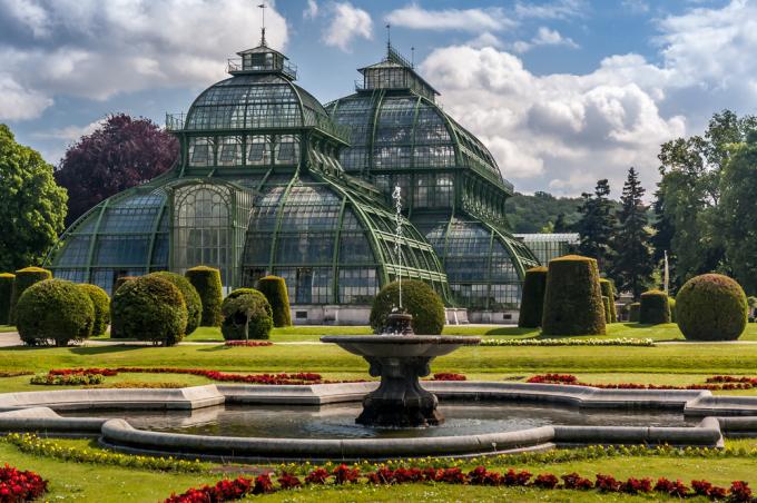 Riesenrad Schonbrunn Und Co Die Top 10 Sehenswurdigkeiten In Wien Skyscanner Deutschland Schonbrunn Zoo Garten