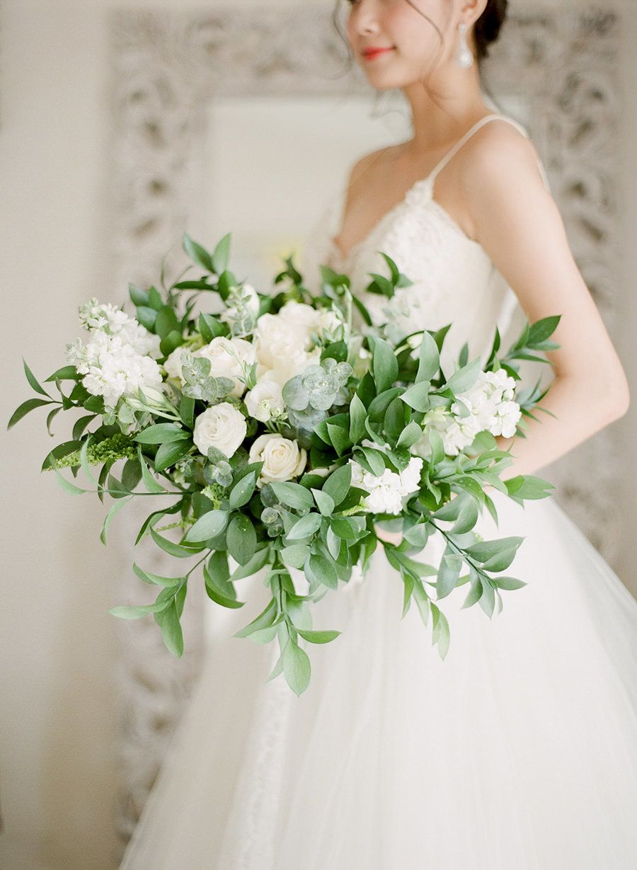 Green + white bouquet bliss | Photography: ARTIESE Studios