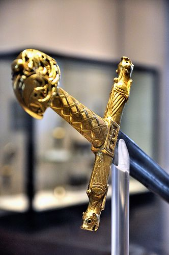 Espada de Carlomagno - Charlemagne's sword (Louvre) #Historia (museum reproduction, obviously)