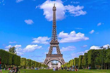 Stor Guide Til Paris I Frankrig Kendte Sevaerdigheder Som Eiffeltarnet Louvre Versailles Og Disneyland Samt 400 Andre Mange Bil Eiffeltarnet Frankrig Rejser