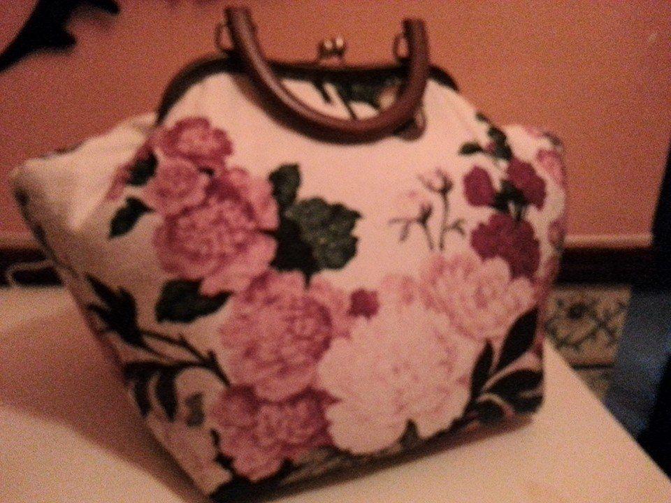 bolsa em inho com padrao floral reaproveitando tecidos