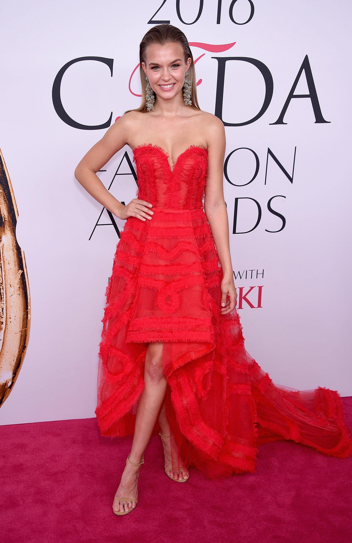 Josephine blanche robe rouge noire