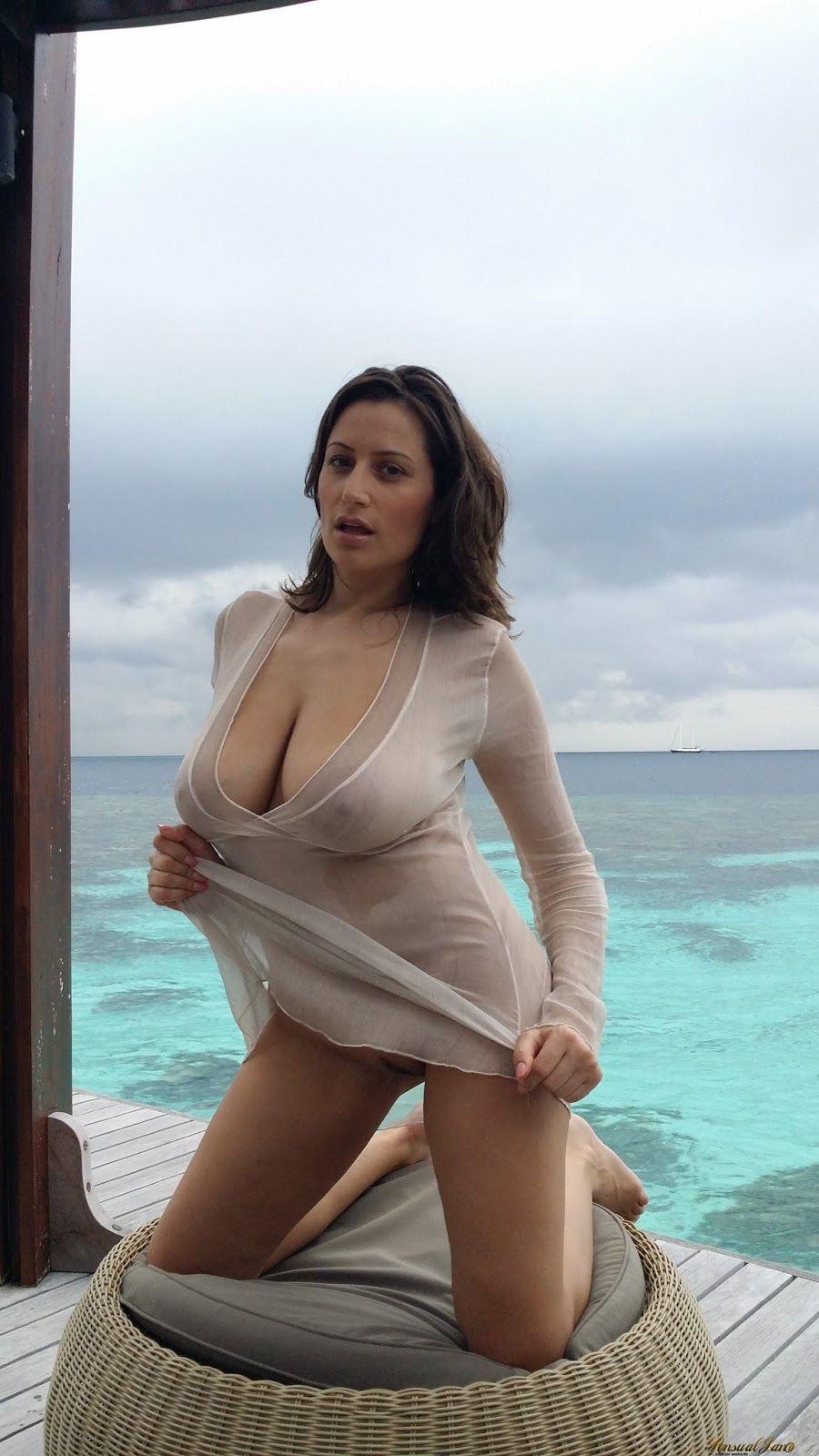 Hot brunette ass porn
