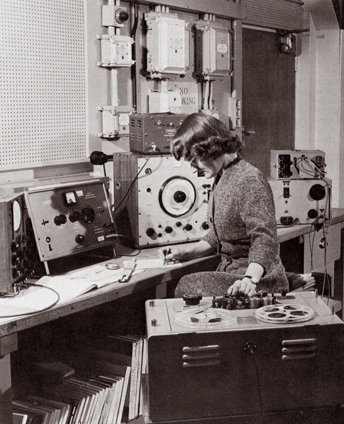 Daphne Oram with the wobbulator (centre of shot), 1958 ...