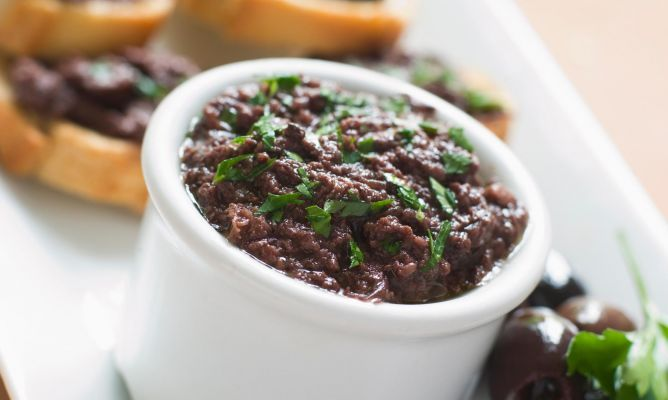 Tapenade (aceitunas negras, anchoas y alcaparras)