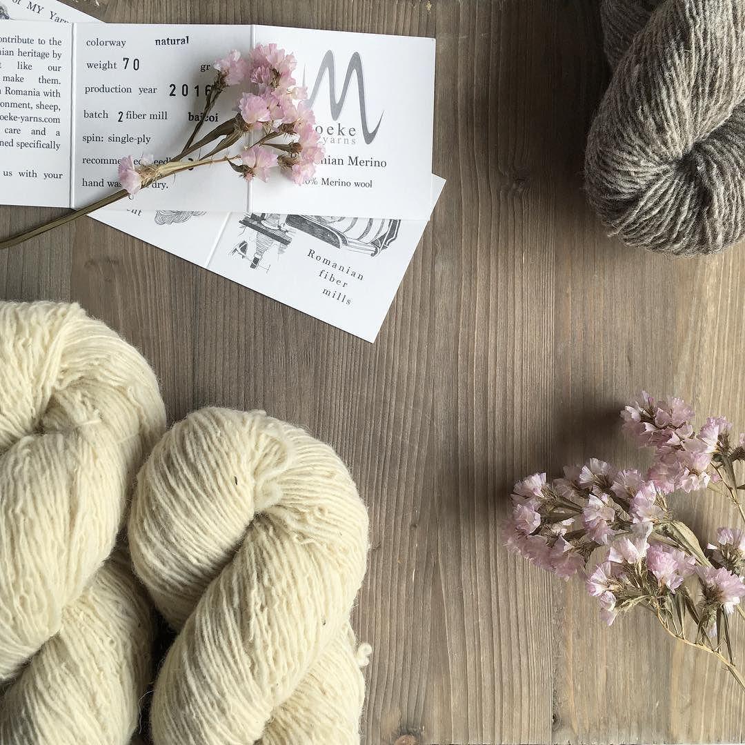Se han hecho de esperar pero por fin han vuelto las Romanian Merino de @moekeyarns. Es verlas y soñar con el jersey Pam de @junkookamoto212  . #lana #lanas #yarn #wool #puralana #purewool #moekeyarns #moekeyarnsmerino #romanianmerino #ohlanas #yarnshop #tiendadelanas #slowknitting #knit #knitting #punto #tricot #tejer #knitlife #tejedora