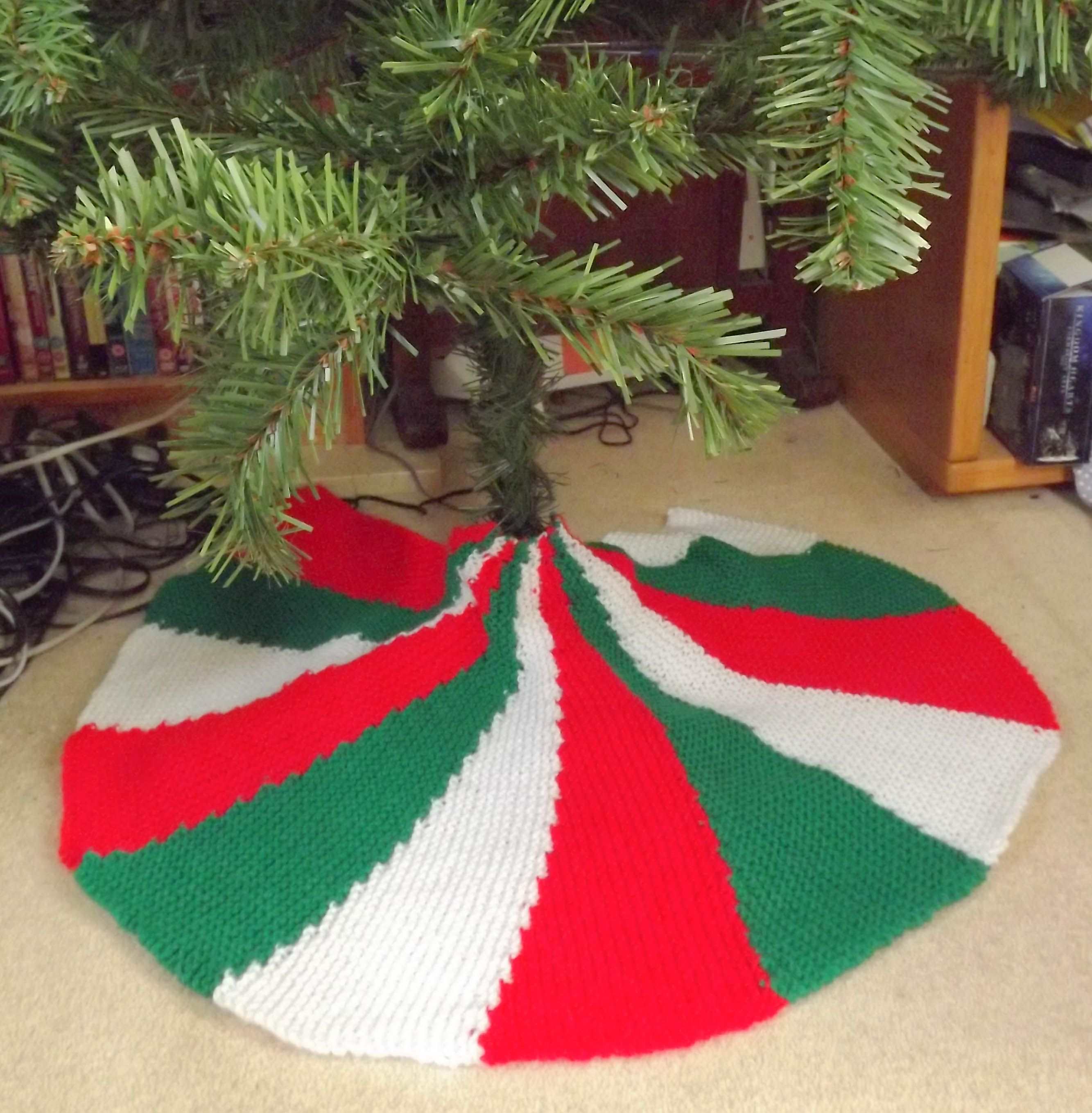 Christmas Tree Skirt Knitting Pattern. Nice way to use up some of my ...