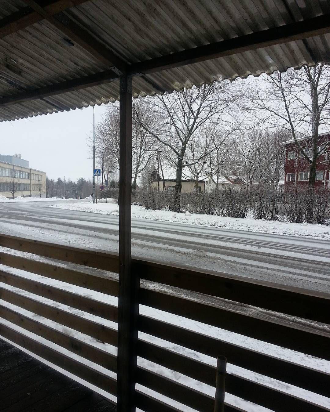 Bus stop  ขนรถปายนตลอดๆ #버스정류장 #버스 #busstop #winter #studyabroad #onceinalifetime #겨울 #버스기다리는중 by pekiezaa