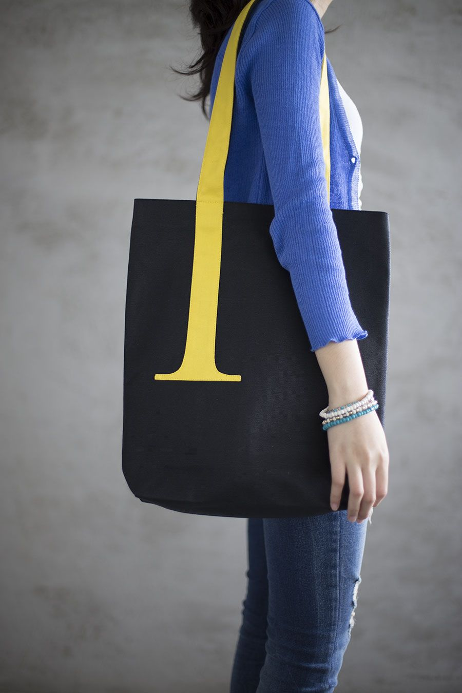 SERIF TOTE HIGHLIGHTED BY DENNIS WONG