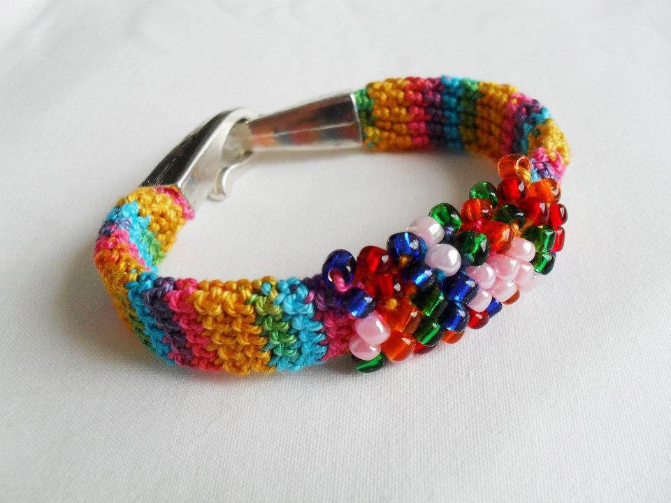 maparim.pt  Pulseira em crochetMateriais:Fio 100% algodãoMissangasMetal (fecho)Comprimento regulável