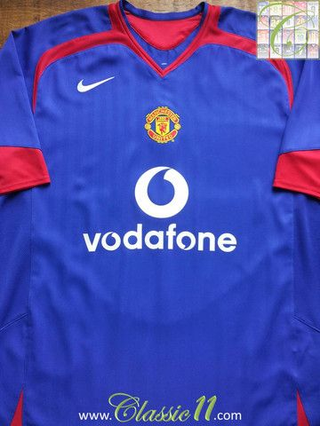 b353617b8 Relive Manchester United s 2005 2006 season with this vintage Nike away football  shirt.